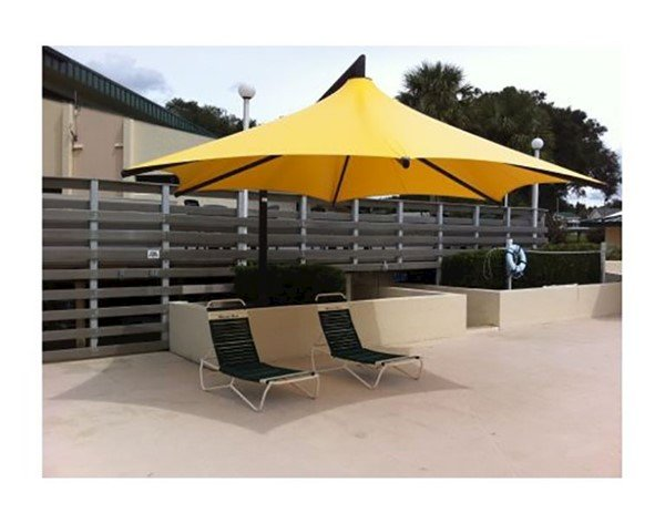 Hexagonal Waterproof Vista Cantilever Umbrella Shade Structure With Steel Frame